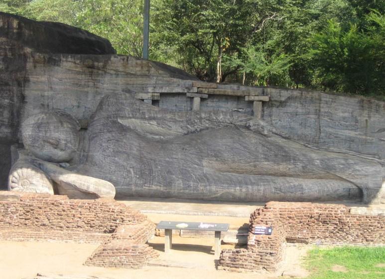 Polonnaruwa il Buddha sdraiato