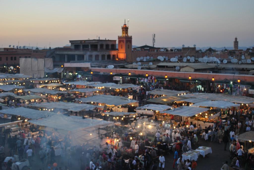 Piazza Djemaa al tramonto