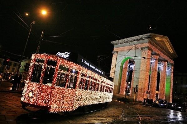 Il Tram luminoso del Natale a Milano