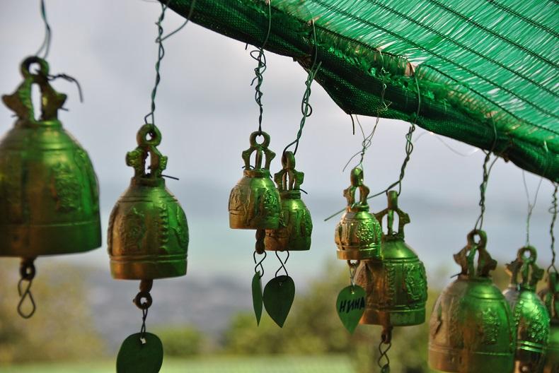 Queste campanelline vengono appese ovunque dopo aver espresso la propria preghiera al Big Buddha