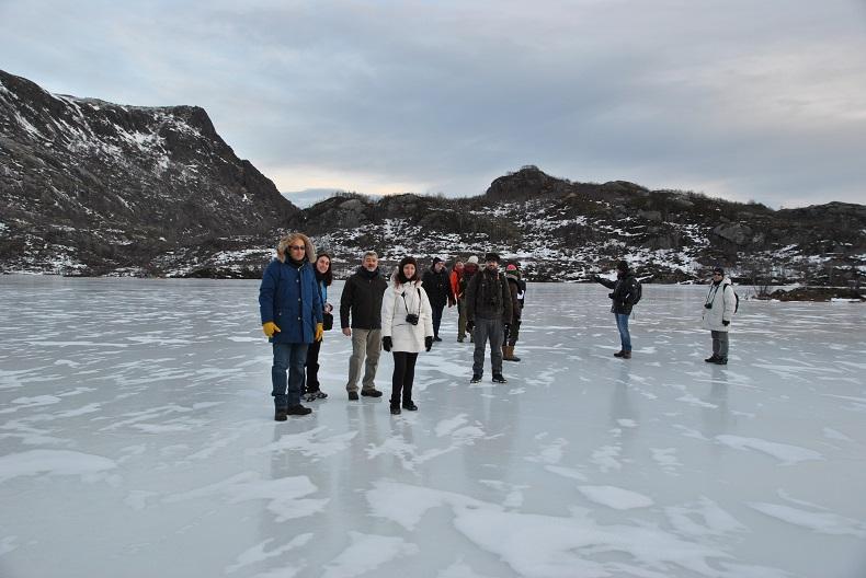 Camminare sul lago ghiacciato