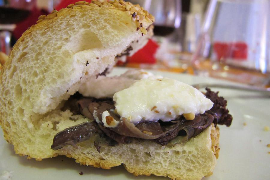 Pane con la milza e lo street food di Palermo