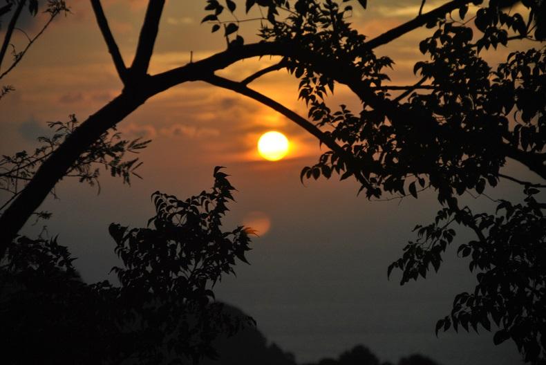 Godetevi il tramonto di Phuket dal Point of View