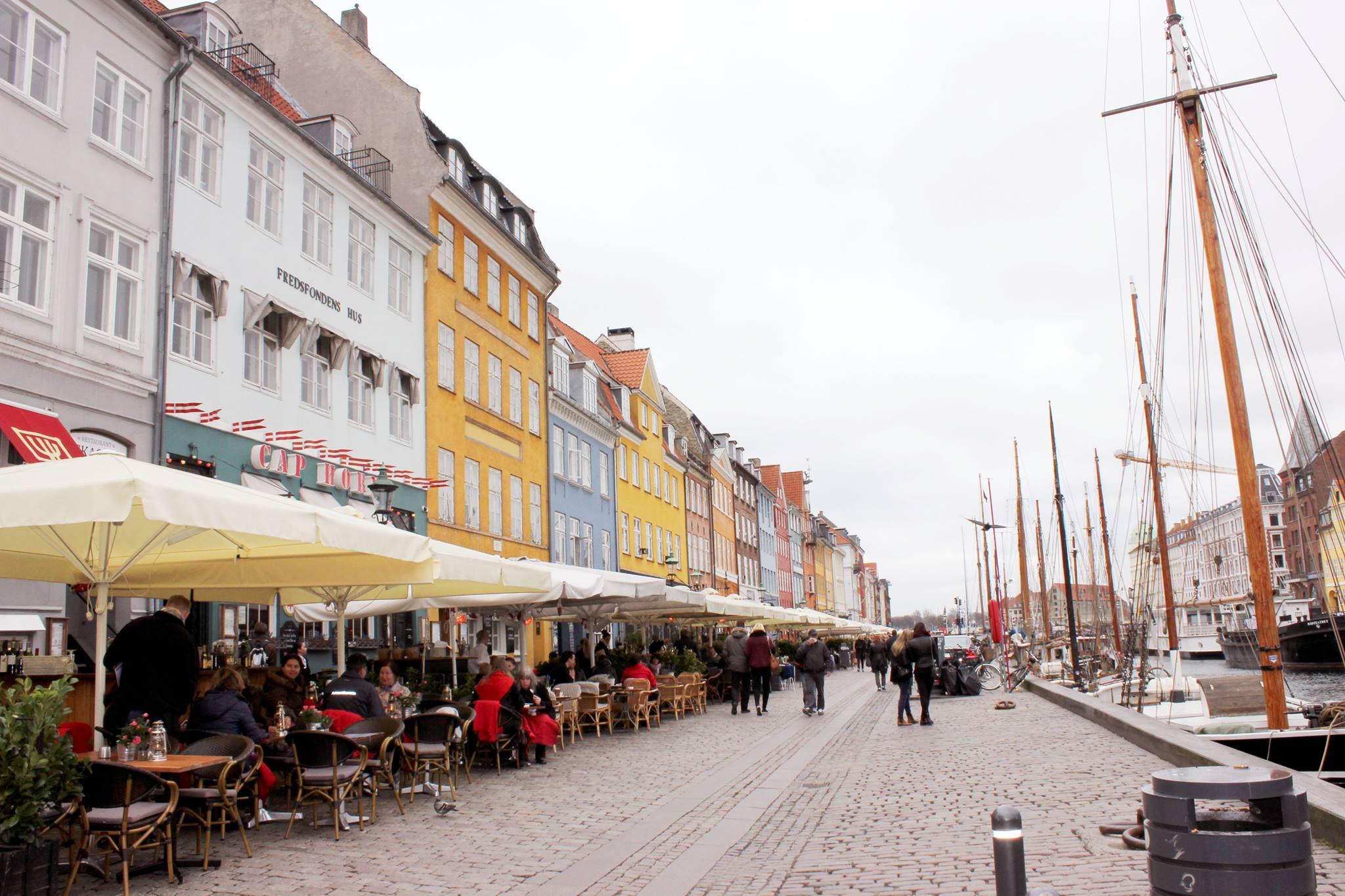 Passeggiata lungo i canali di Copenaghen