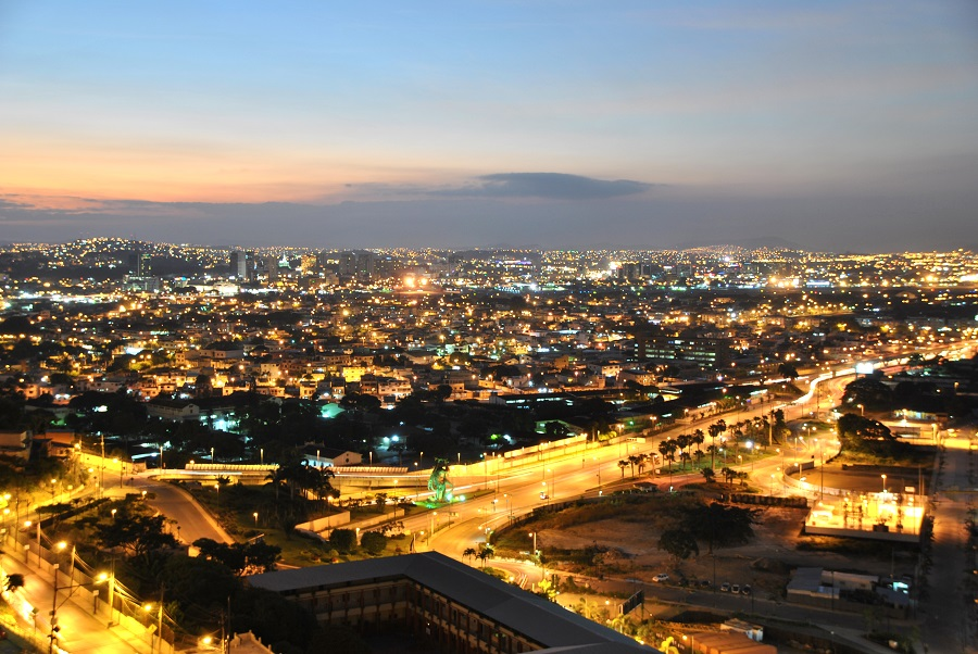 Guayaquil dopo il tramonto