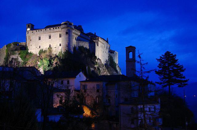 Il Castello di Bardi in notturna