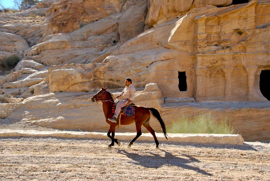 In cavallo a Petra