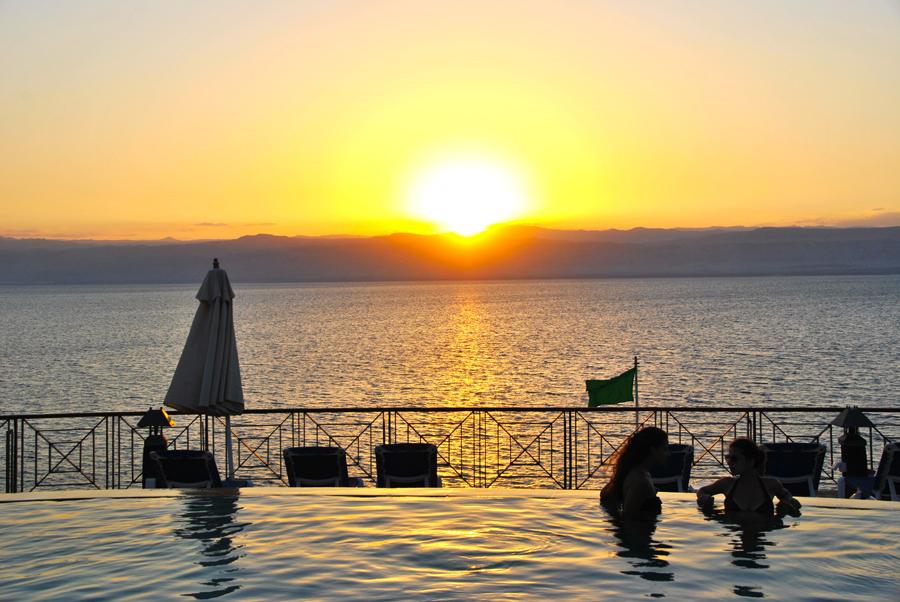 Infinity pool con vista Mar Morto