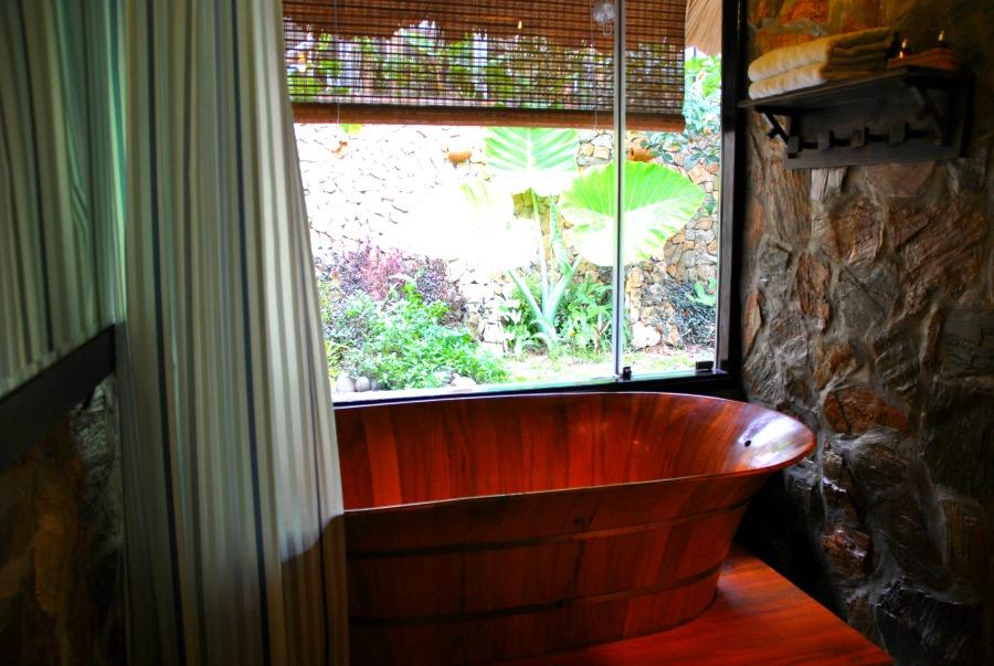 La camera del Mai Chau Ecolodge, vasca con vista