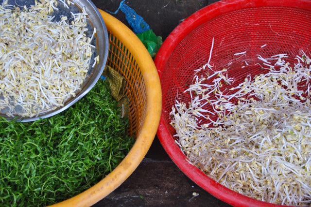 Colori al mercato di Hanoi