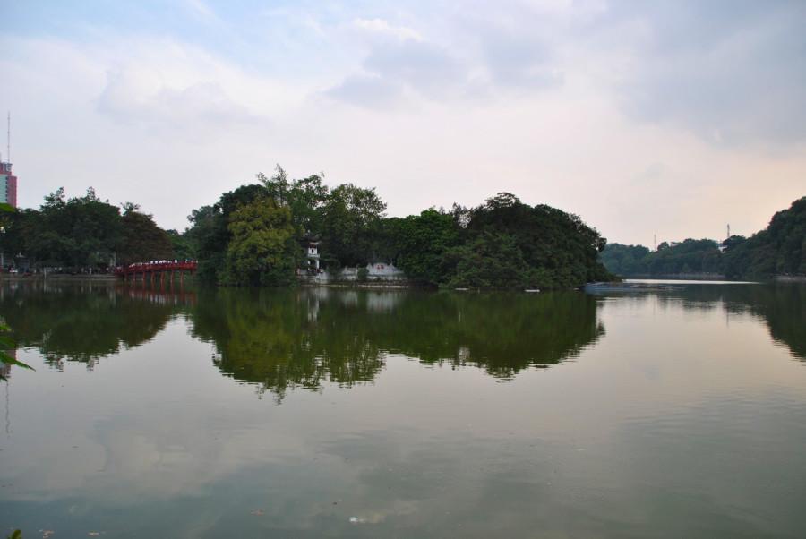 Lago Hoan Kiem di Hanoi