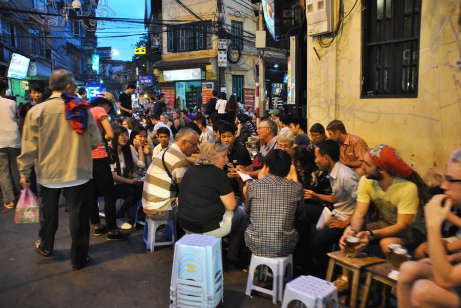 Street food alla città vecchia di Hanoi
