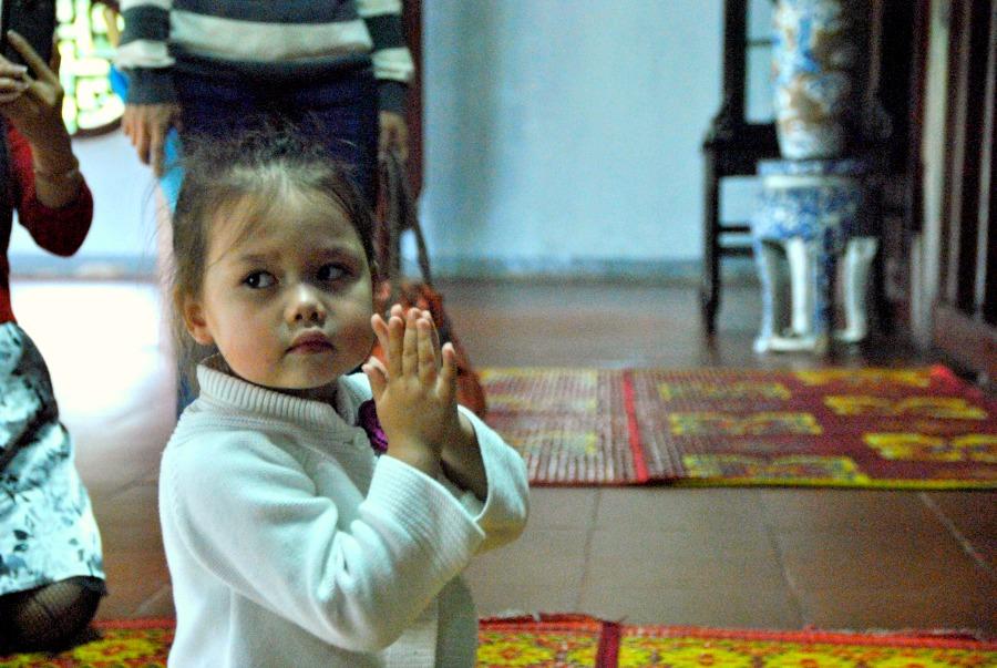 Bimba in preghiera