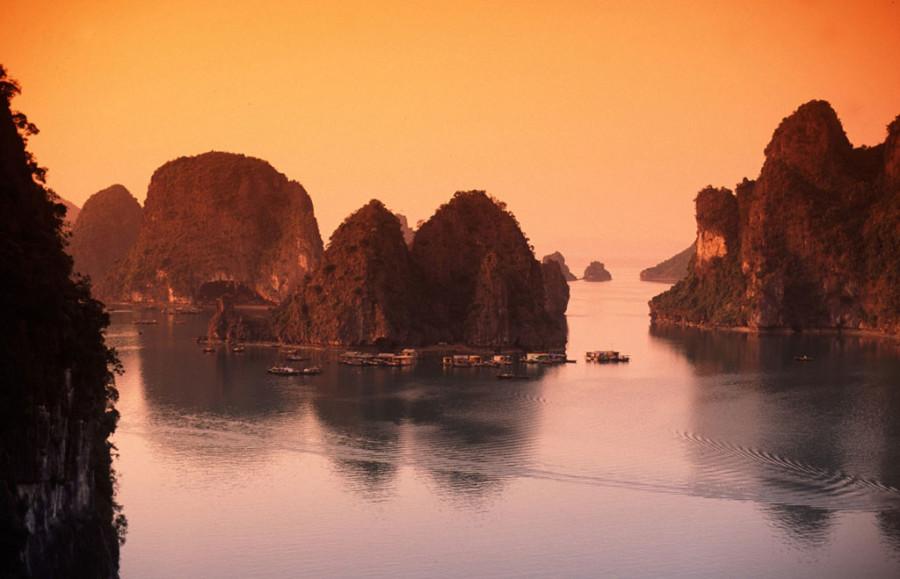 Alba su Halong, foto presa nel web