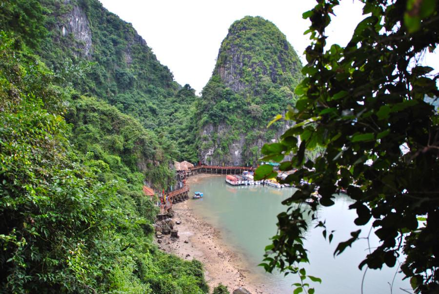 Vista dalle grotte di Halong