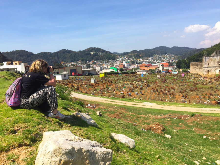 Behind a blogger in San Juan Chamula