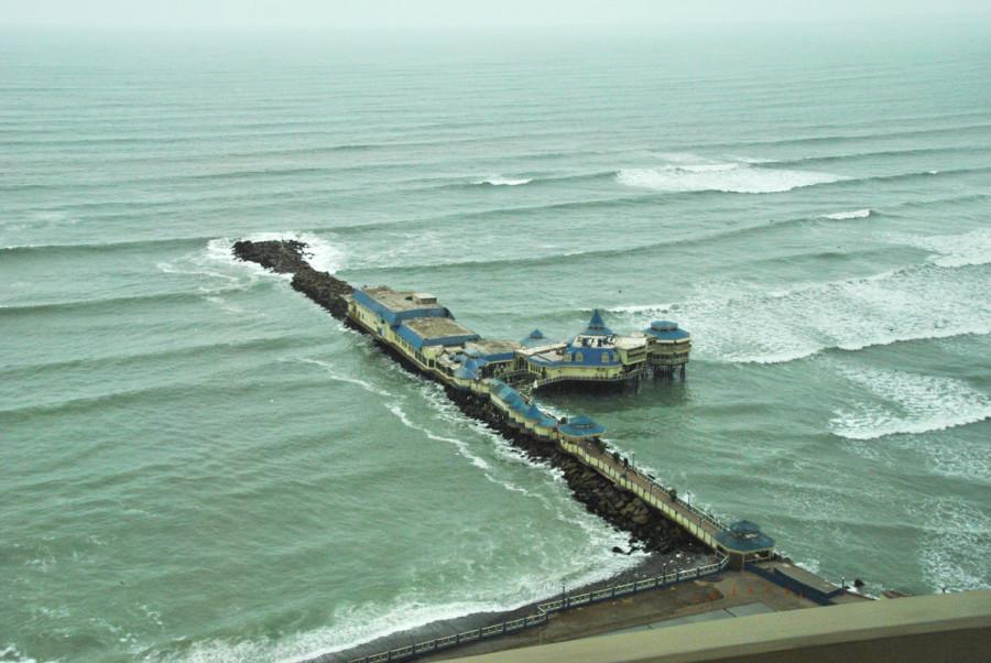 Un ristorante in mezzo all'oceano a Lima