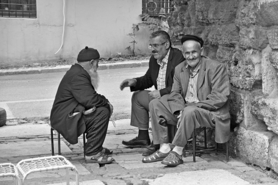 Anziani nel quartiere di Fatih