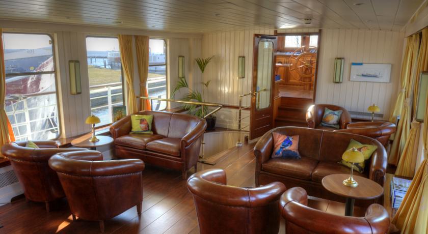 botel sailing home amsterdam