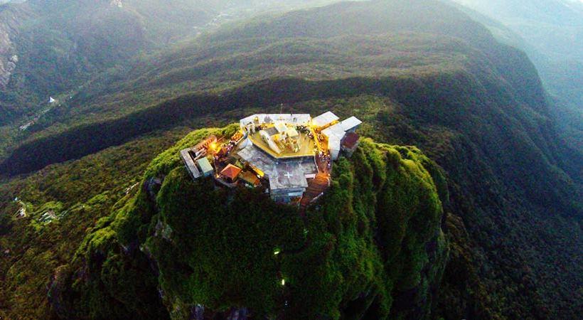 Sri-Pada-Adams-peak-Sri-Lanka