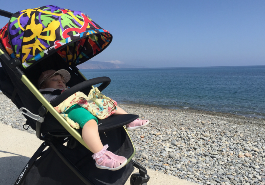 viaggiare in grecia con bimbi piccoli passeggino