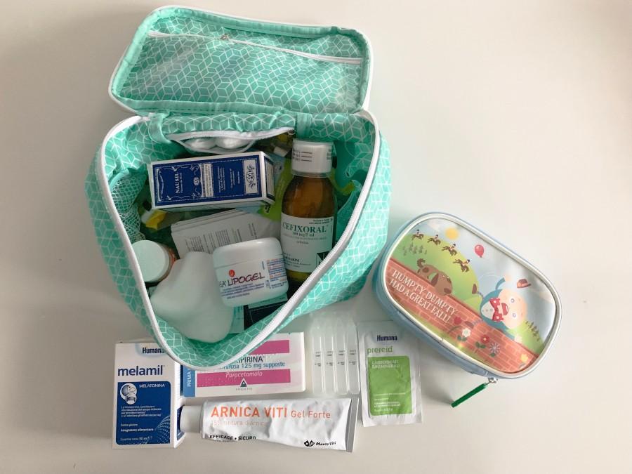 kit farmacia da viaggio - bambini in cambogia