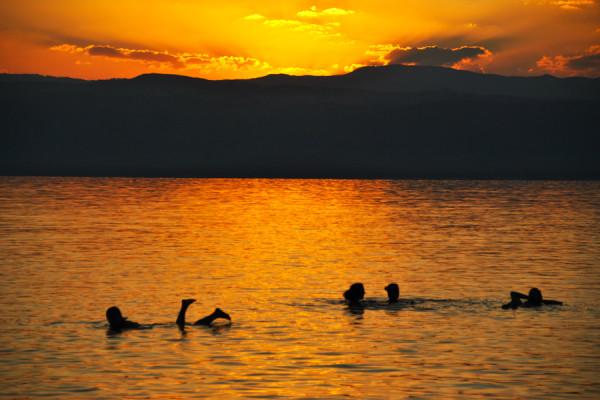 Sul Mar Morto si galleggia?